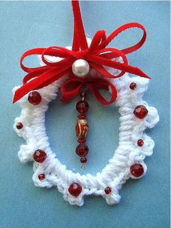 crochet christmas wreath ornament. Black Bedroom Furniture Sets. Home Design Ideas