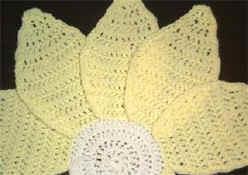 Crochet Daisy Centerpiece and Placemat