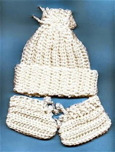 Easy Crocheted Newborn Baby Hat & Booties