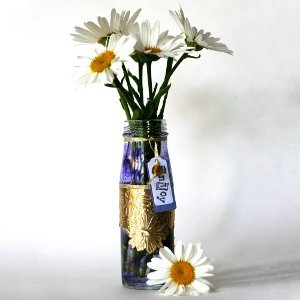 Easy to Make Daisy Vase