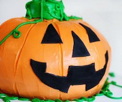 Jack-o'-Lantern Surprise Cake