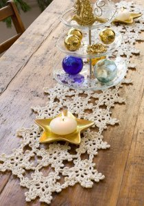 Dainty Snowflake Table Runner
