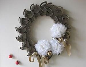 Fabulous Wreath from Toilet Paper Rolls