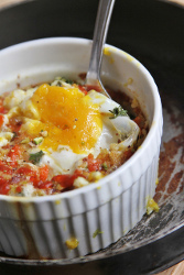 150-Calorie Baked Spinach Eggs