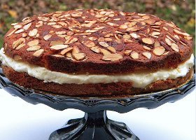 Easy Bee Sting Cake