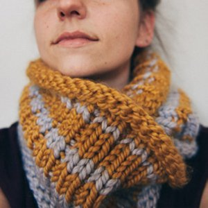 Knitted Cowl Pattern Using Bulky Yarn : Bundle Up: 35+ Free Knitting Patterns Made with Bulky Weight Yarn AllFreeKn...