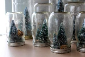 Chic Mason Jar Snow Globes