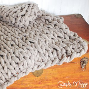 Easy Knitting Patterns For Chunky Yarn : Chunky Arm Knit Blanket AllFreeKnitting.com