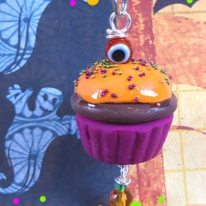 Eerie Cupcake Zipper Pull