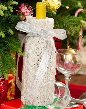 Cabled Holiday Wine Cozy