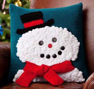 Snowman Cushion Knitting Pattern : Smiley Snowman Pillow AllFreeKnitting.com