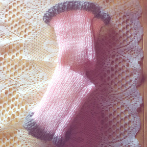 Easy Knitting Pattern For Yoga Socks : Easy Knit Yoga Socks AllFreeKnitting.com