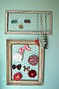 Rustic DIY Jewelry Holder