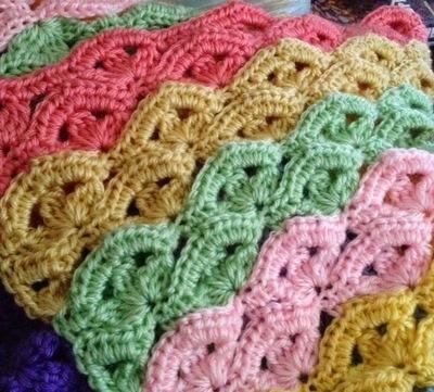 Lacy Crochet: Crochet Green Baby Blanket, free pattern