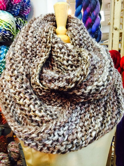 Knitting Scarf Patterns Using Large Needles : Outlander Infinity Cowl AllFreeKnitting.com