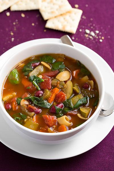Slow cooker olive garden copycat minestrone soup - Olive garden soup and salad dinner ...