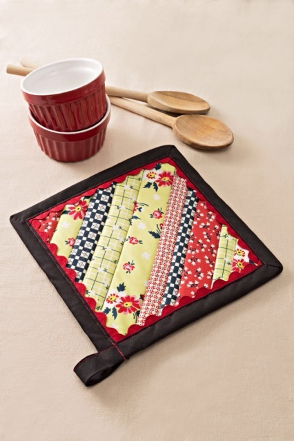 Aunt Betty S Strip Pieced Potholder Favecrafts Com