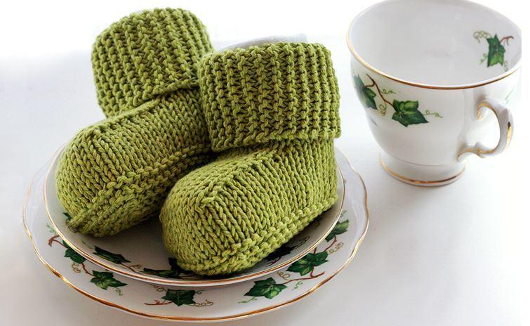 Tiny Baby Booties Knitting Pattern : Bitty Baby Uggs AllFreeKnitting.com