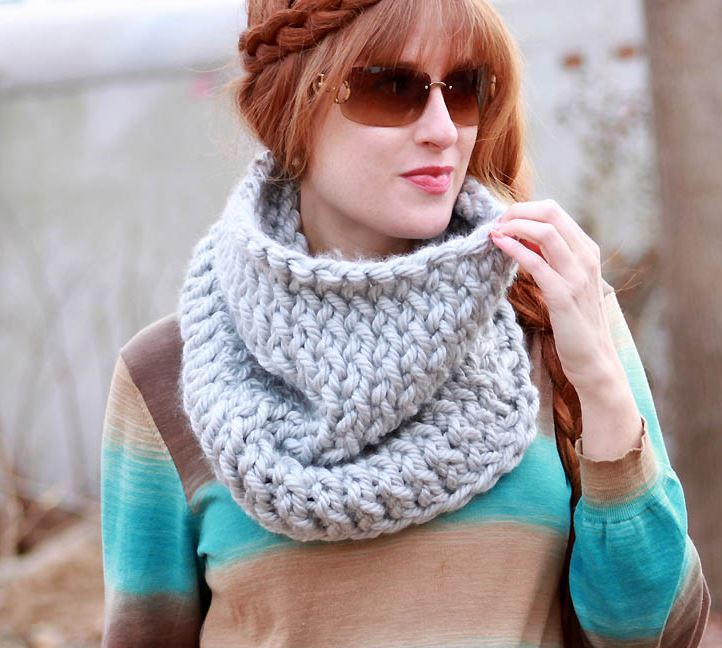 Baby Shawls Knitting Patterns Free : Super Chunky Easy Knit Cowl AllFreeKnitting.com