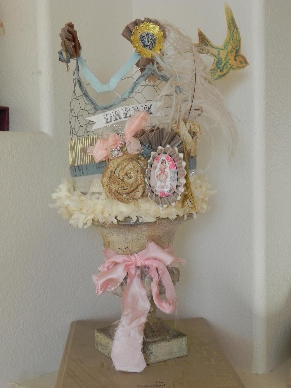 dreamy chicken wire crown diy craft project favecrafts