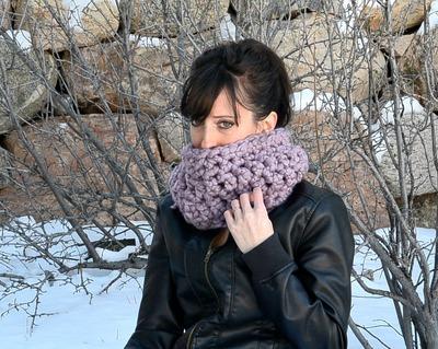 http://d2droglu4qf8st.cloudfront.net/2015/03/209692/Purple-scarf-4-Crochet_Large400_ID-887860.jpg?v=887860