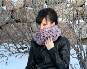 One Skein Plum Crochet Cowl Pattern
