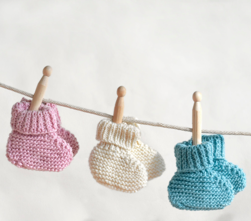 Knitting Patterns For Baby Booties Beginner : Simply Sweet Baby Booties AllFreeKnitting.com