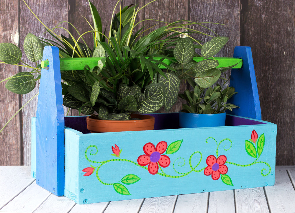 Floral tote garden craft for Best paint for outdoor crafts