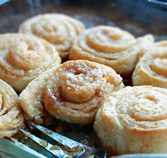 Semi homemade slow cooker caramel rolls for Slow cooker breakfast recipes for two