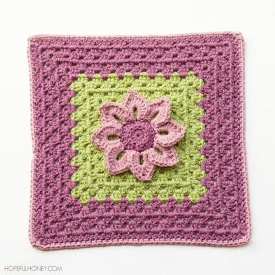 http://d2droglu4qf8st.cloudfront.net/2015/04/218152/Lily-Pad-Granny-Square-Crochet-Pattern-2_Large400_ID-967997.jpg?v=967997