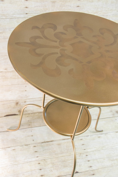 http://d2droglu4qf8st.cloudfront.net/2015/05/220474/Elegant-Vintage-Side-Table_Large400_ID-995844.jpg?v=995844
