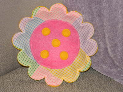 http://d2droglu4qf8st.cloudfront.net/2015/05/220507/gingham-flower-pillow-6_ArticleImage-CategoryPage_ID-996284.jpg?v=996284
