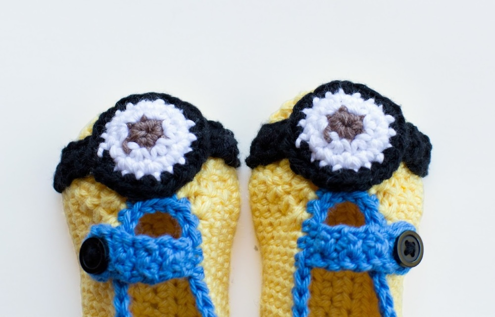 Free Crochet Pattern Minion Baby Booties : Minion-Inspired Crochet Baby Booties ...