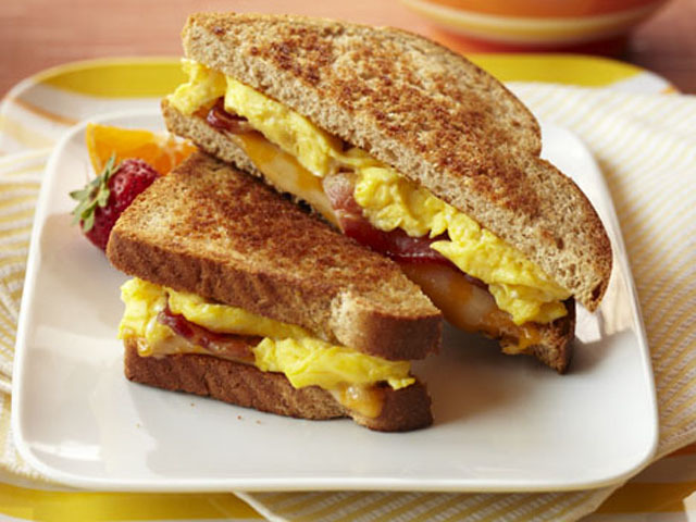 5 Easy And Quick French Toast Recipes For Kids. Here are 5 interesting and easy recipes of French toasts that will ensure that you whip up an interesting and wholesome meal for your little one in no time. Savoury French Toast With Eggs. A quick and easy recipe, these French toasts will definitely save you during your kid's hanger pangs.