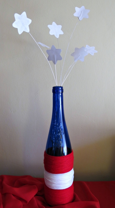 http://d2droglu4qf8st.cloudfront.net/2015/06/224156/Stars-and-Stripes-Wine-Bottle-Centerpiece6_Large400_ID-1039572.jpg?v=1039572