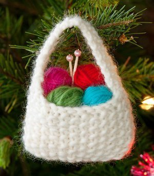 Simple Knitting Patterns Christmas Decorations : 27 Knit Christmas Tree Ornament Patterns AllFreeKnitting.com