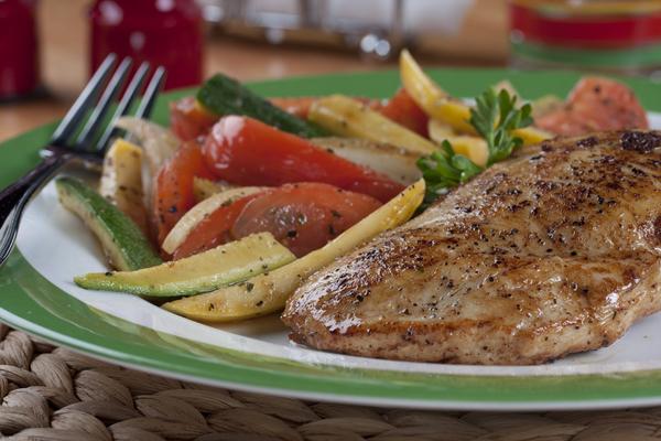 Chicken with Summer Vegetables   MrFood.com