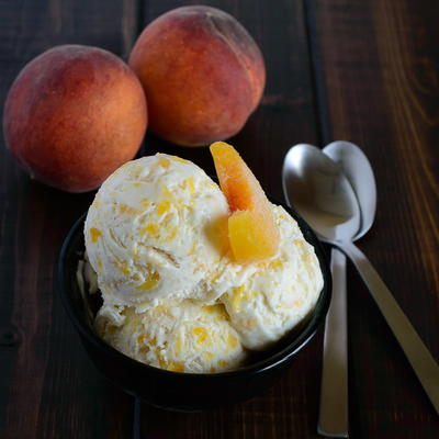 Peaches and Cream Ice Cream | TheBestDessertRecipes.com