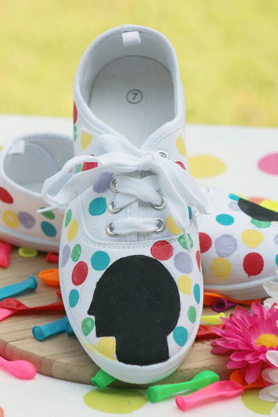 http://d2droglu4qf8st.cloudfront.net/2015/08/230949/DIY-Inside-Out-Movie-Themed-Shoes_1_Large400_ID-1121970.jpg?v=1121970