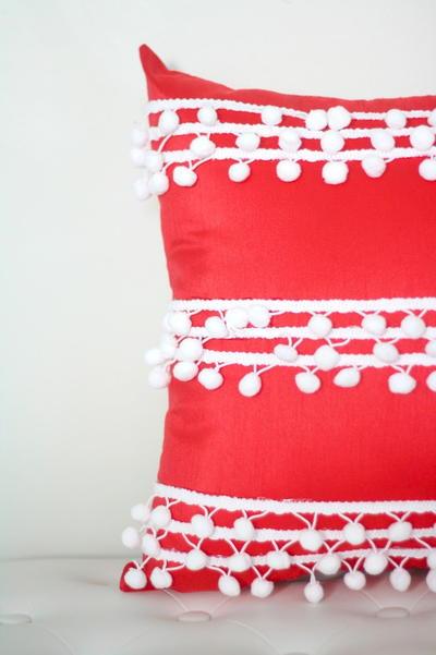 Pom Pom No Sew Pillow