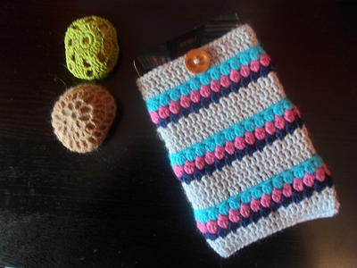 http://d2droglu4qf8st.cloudfront.net/2015/08/231549/Easy-Crochet-Tablet-Sleeve-_ArticleImage-CategoryPage_ID-1129570.jpg?v=1129570