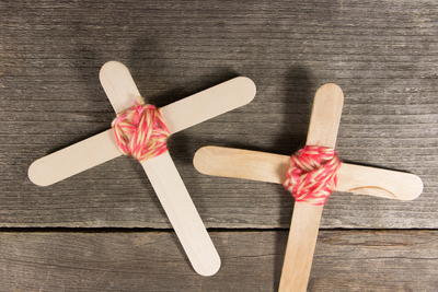 Simple Popsicle Stick Crosses