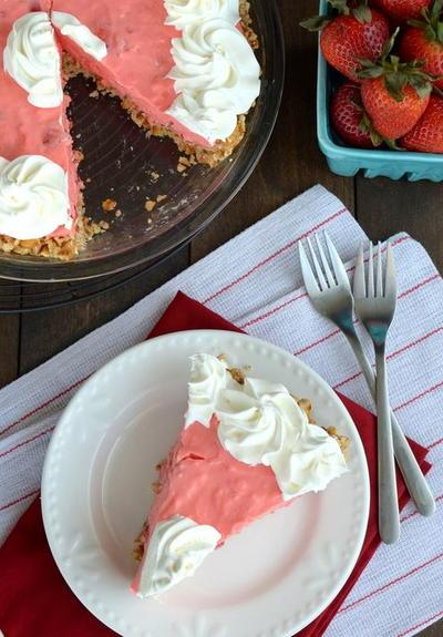 No-Bake Strawberry Pretzel Pie