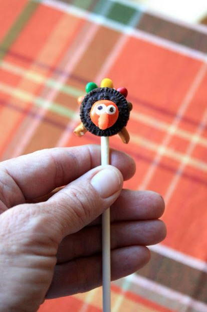 Tiny Turkey Oreo Cookie Pops