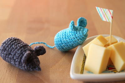 http://d2droglu4qf8st.cloudfront.net/2015/11/244928/Cheeky-Mice-Crochet-Pattern_2_ArticleImage-CategoryPage_ID-1289605.jpg?v=1289605