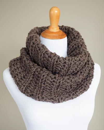 http://d2droglu4qf8st.cloudfront.net/2015/11/244933/Outlander-Crochet-Cowl-Pattern_Large400_ID-1289665.jpg?v=1289665
