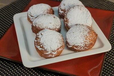 Copycat Dunkin Donuts' Vanilla Cream Filled Donuts ...