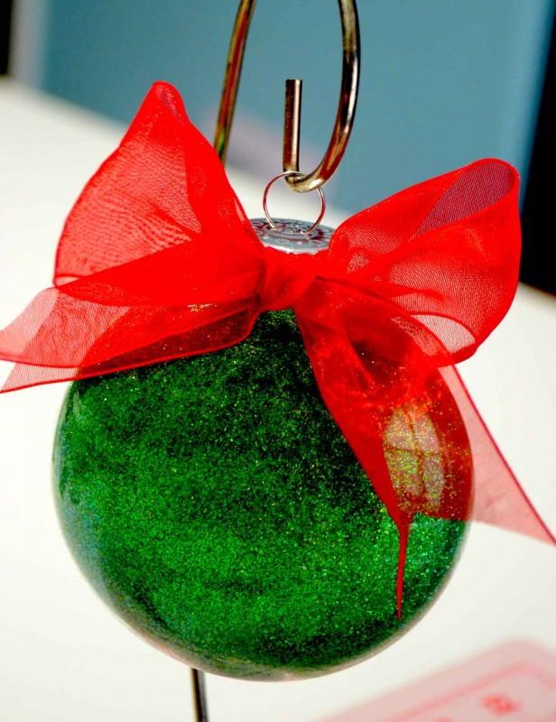22 glass ball christmas ornament crafts for Glass christmas balls crafts