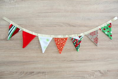 http://d2droglu4qf8st.cloudfront.net/2015/12/248189/Christmas-Fabric-Bunting_ArticleImage-CategoryPage_ID-1327742.jpg?v=1327742