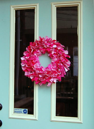 http://d2droglu4qf8st.cloudfront.net/2016/01/252604/Valentines-Rag-Wreath_Large400_ID-1381663.jpg?v=1381663
